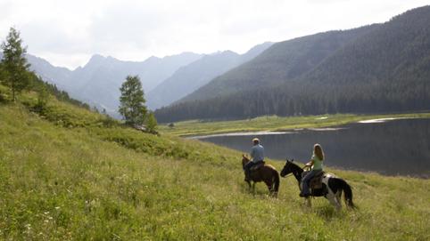 Horseback_Couple