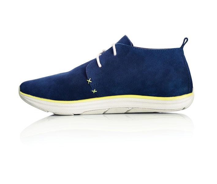 altra_desert_boot_mens_cobalt_blue_right_shoe_facing_right